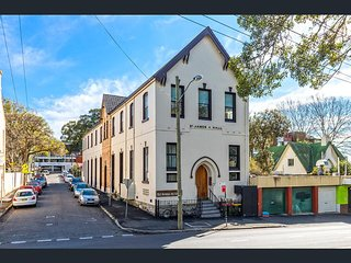 Uniqure Church-Converted 3 bedroom Loft in the Centre of Sydney