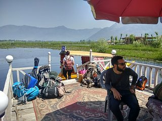 Kashmir Treat houseboat - sleeps of 3