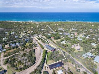 Ocean Luxe Retreat - Heated pool, tennis court, fireplace, walk to beach