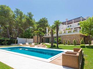 Arbanija Villa Sleeps 9 with Pool and Air Con - 5575424
