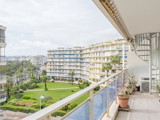 Le Roxelane - With roof terrace with views of the Croisette and the beaches.