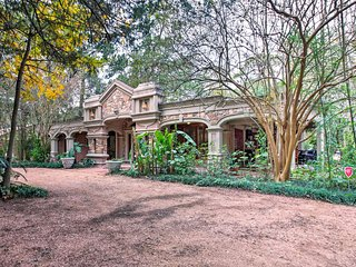 Unique, Private & Peaceful NW Houston Home w/Lanai