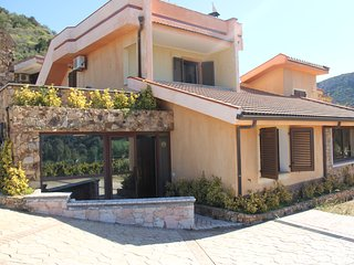 Grosszügige Villa mit Aussicht und Strandnähe
