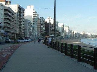 02 quartos na rua da praia, vista para o mar e TV a Cabo e Wifi! garagem 3810447