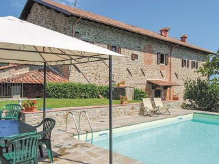 4 bedroom Apartment in Ortignano Raggiolo, Tuscany, Italy : ref 5566772