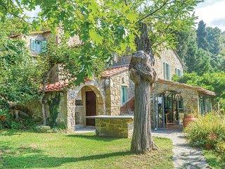 4 bedroom Villa in Il Molinaccio, Tuscany, Italy : ref 5566814