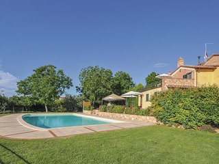 6 bedroom Villa in I Lopi, Umbria, Italy : ref 5523755