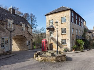 Oliver Cromwell, Sleeps 4, Sudeley Castle, Cotswolds