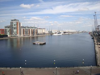 Luxury London Dockside Apartment - ExCel Center