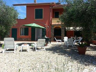 Ametista appartamento in villa con giardino e piscina