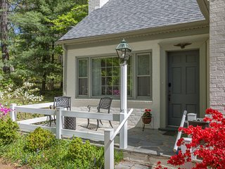 Cupboard Cottage |  Charming 4 Bedroom Cottage close to UVA & Downtown