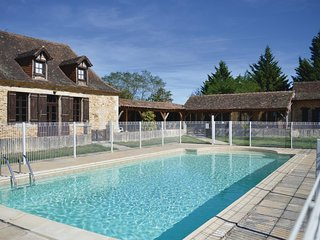 5 bedroom Villa in Eglise-Neuve-d'Issac, Nouvelle-Aquitaine, France : ref 556539