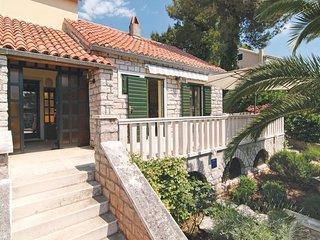 3 bedroom Villa in Splitska, Splitsko-Dalmatinska Županija, Croatia : ref 557941