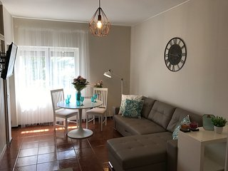 Sunny apartment near Cascais center