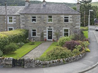 The Corner House - Blair Atholl with 3 bedroom, sky tv, garden and parking.