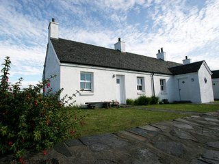 An Rhuba Cottage by Oban on Realxing Easdale Island with sea views, sleeps 6