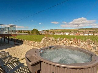 Holiday Home in Alyth with Hot Tub & Cinema Room