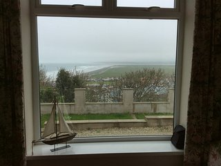 Sea views,5 mins beach, sun deck, enclosed garden,fab for all, sleeps 6 & dogs