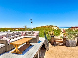 Bright oceanfront house with ocean views & easy beach access!