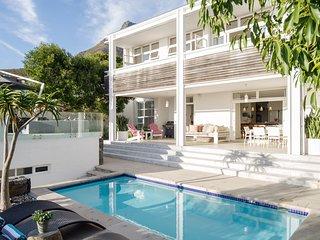 Robinson Beach House - Llandudno / Cape Town