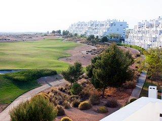 Luxe penthouse op het golfresort Condado de Alhama met uitzicht op de golfbaan
