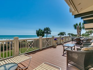 Ocean Front Beach House 5 BR, 4 Bath, Pool, Hot Tub, Pool Table, 2 Kitchens!