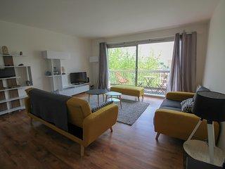 Appartement,80 m2, deux chambres, lumineux, calme,parking,garage
