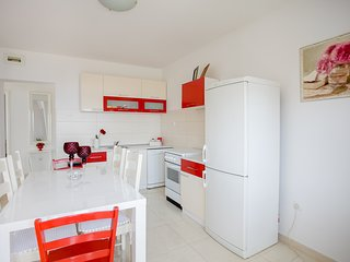 Apartment 20 meters from the beach, 12 persons