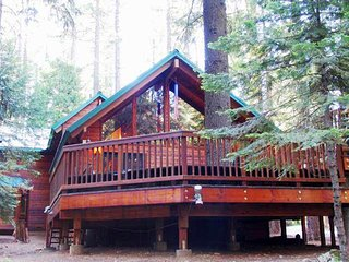 Teel Lodge - Luxurious Home, Sleeps 20, Rec Center Access & Hot Tub.
