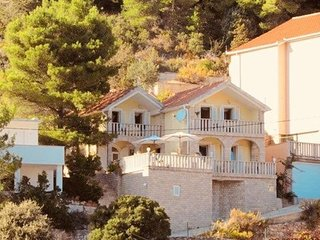 Beach villa Jelsa Hvar  30m from sea 10 pax