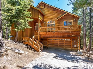 Grand Truckee Home, W/ HOA & Next To Golf Course