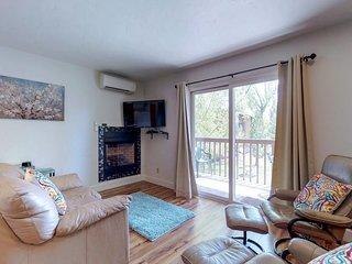 Comfortable condo w/ balcony view - great location near downtown & river trail!