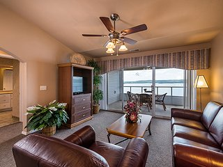 Westgate Branson Lakes Resort - One Bedroom Lake View Deluxe Villa