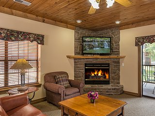Log Cabin - Style Condo w/ Indoor / Outdoor Resort Pools & Minutes from Downtown