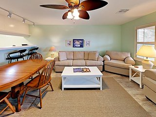 221ALP - Nice Condo Large Pool - Convenient to Town, 2 Bd / 2 Ba - Sleeps 6