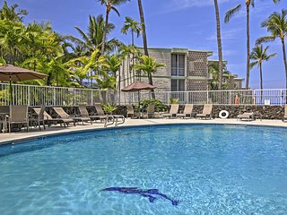 NEW! Oceanfront Resort Condo-2 Mi. to Kailua Kona!