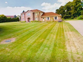 Waterloo Millionaire Private One Acre Grand Estate