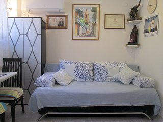 Cozy 1 Bedroom Apartment on Nincevica St. - 5 min. Walk to the Old Town of Split
