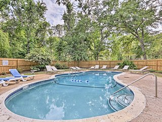 Hilton Head Studio w/ Pool Access- 1.5 Mi to Beach