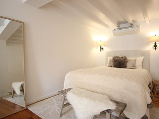 Design apt with balcony in historic centre (Baixa)