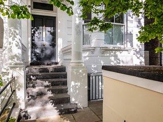 Stunning Colville Gardens Apartment - ADCT