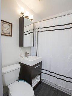Bathroom / https://my.**************/show/?m=LJwzumNajek