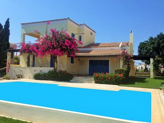 Villa Mama Mia, Private pool, Walk to the beach!