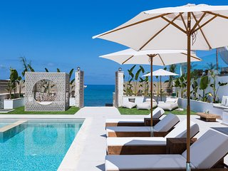 Villa Moana - beach front, room service, pool, hot tub, sauna, gym & sea views!