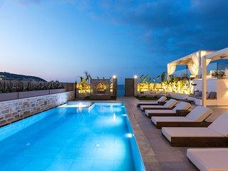 Villa Moana - beach front, room service, pool, hot tub, sauna, gym & sea views!