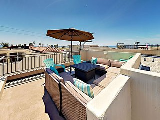 3BR Townhouse w/ Private Rooftop Deck & Rare Garage Parking, 1 Block to Beach