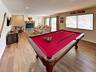 5BR w/ Large Decks, Pool Table , Foosball, Wii & PlayStation 4 – Fun Awaits!