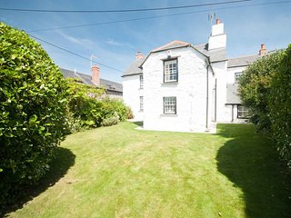 GREAT WESTON, 4 Bedrooms, Sleeps 9, Visit Britain 5 Star, Ref:982472