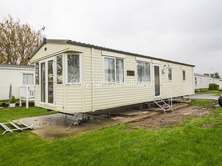 4 Berth Caravan in Seawick Holiday Park Ref: 27012MV