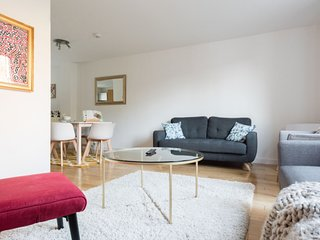 Modern and trendy 4 bed townhouse in Bristol